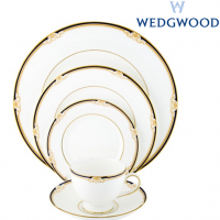 <p>Wedgwood Cavendish was first introduced in 1982. Styled in the traditional Wedgwood shape, this pattern is featured on elegant bone china with a light decoration of royal blue and gold accents.</p>