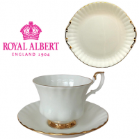 <span><span>This is Royal Albert tableware for traditional finesse - Val d'Or is translucent white bone china in the baroque Montrose shape with fluted edges, and that extra touch of gold trim on the edges and handles. In short, gilt edged luxury for the tabletop. Introduced in 1962.</span><br /><br />All our stock is new from the supplier, Royal Albert.&nbsp;</span><br /><br /><span>*This is a discontinued range so only available while stock lasts.*</span><br /><br /><strong>Offical UK Stockist</strong>