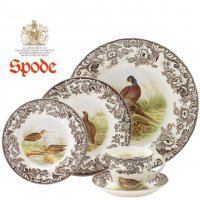 The Woodland collection by Spode is a handsome range of tableware and cookware featuring a pretty border surrounding a detailed illustration of a woodland animal.<br /><br />Made in England