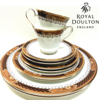 Verona is one of the most elegant and rich patterns by Royal Doulton, with it's chocolate brown and caramel decoration with scroll work. Dainty minimal daisy motifs and just the smallest touch of sunshine yellow.<br /><br />The gilded gold edging adds richness and elevates it for use in fine dining.