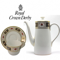 <strong>Now Discontinued. These items are available from the stock we have left.</strong><br />This classic border pattern with distinctive Imari palette frames an attractive expanse of pure white fine bone china.